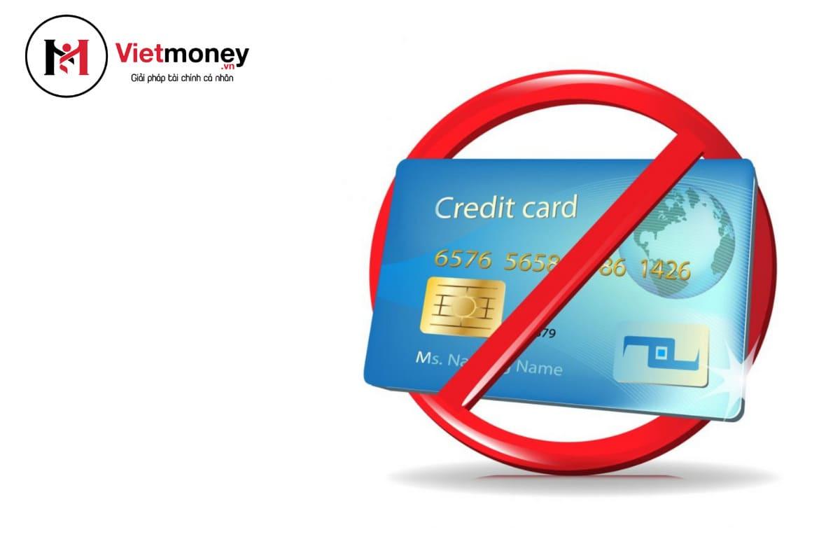 hạn chế dùng thẻ để tiết kiệm tiền