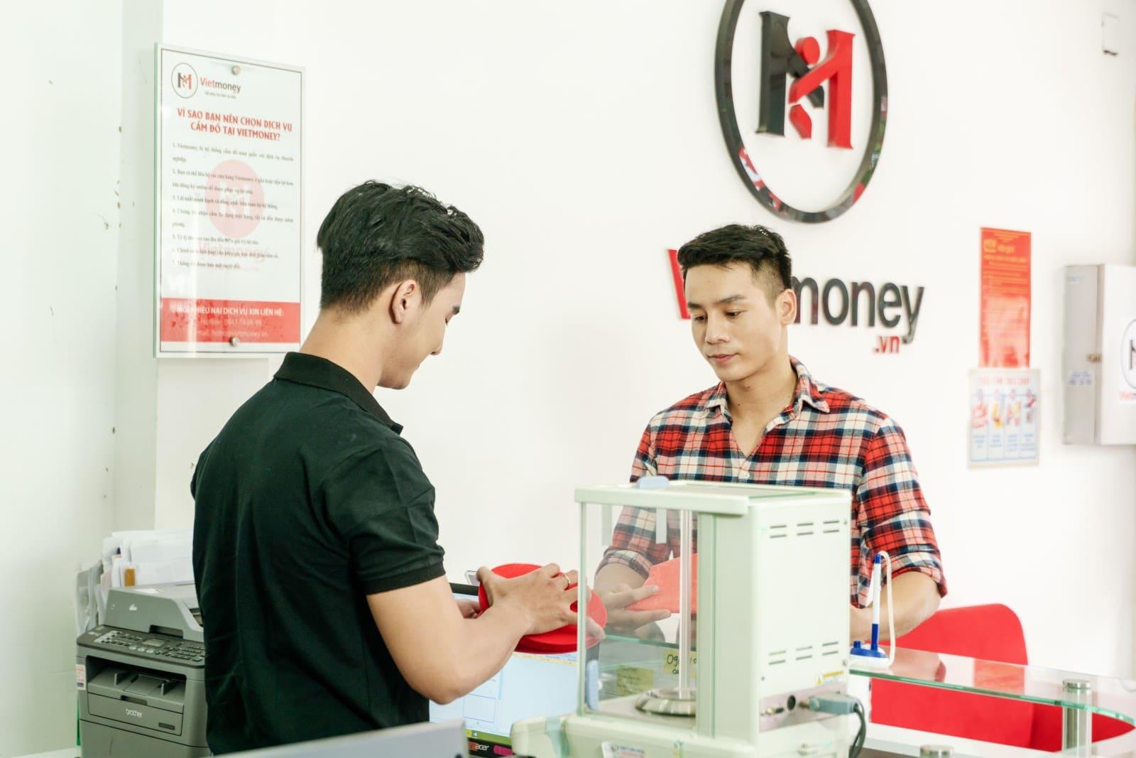 Viet Money luôn hỗ trợ tối đa cho khách hàng khi vay