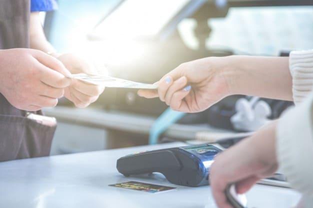 nhận biết và phân biệt vay thấu chi tín chấp và thẻ tín dụng
