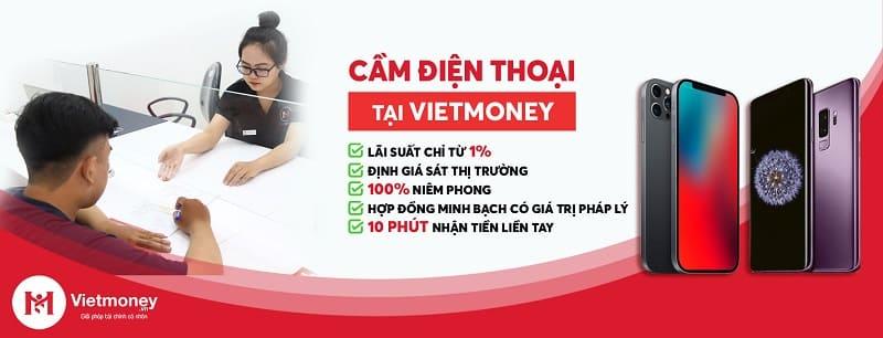 cầm điện thoại tại Vietmoney